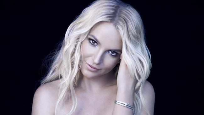 Britney Spears sorride sensuale