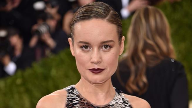 Un intenso primo piano di Brie Larson sul red carpet