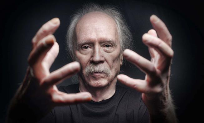 Un primo piano di John Carpenter