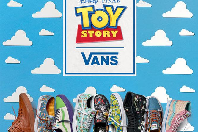 Tutte le scarpe della serie sotto il logo del film