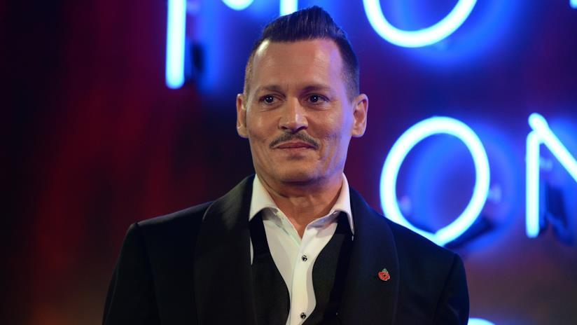 Johnny Depp alla prima di Assassinio sull'Orient Express