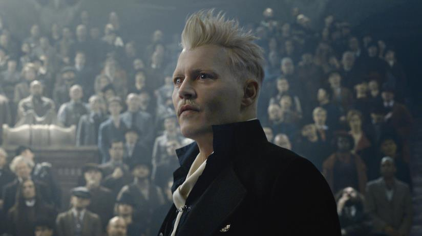 Johnny Depp è il mago oscuro Grindelwald