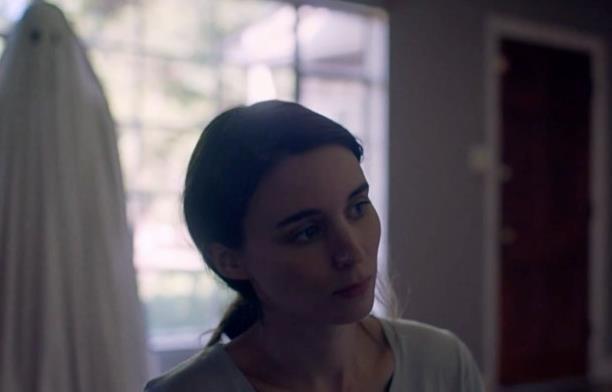 Rooney Mara nei panni di M in A Ghost Story