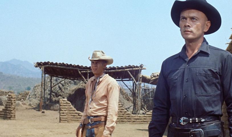 Steve McQueen e Yul Brinner in una scena del film