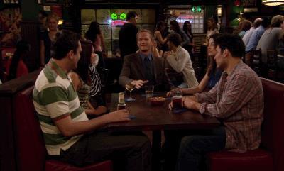 Ted, Marshall, Lily, Robin e Barney bevono una birra al MacLaren's Pub
