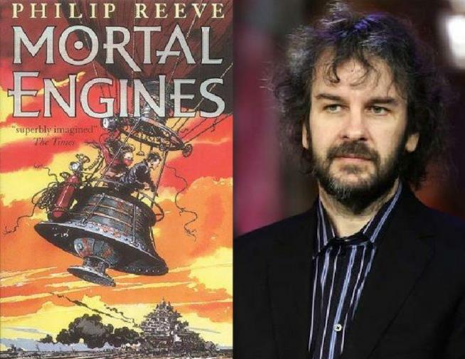 Il regista Peter Jackson e la copertina di Macchine Mortali