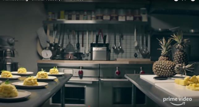 Una scena del teaser di Homecoming