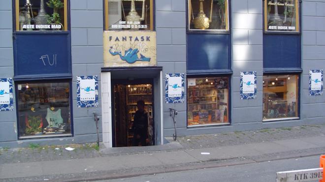 Foto dell'ingresso di Fantask, ripresa dalla strada prospiciente