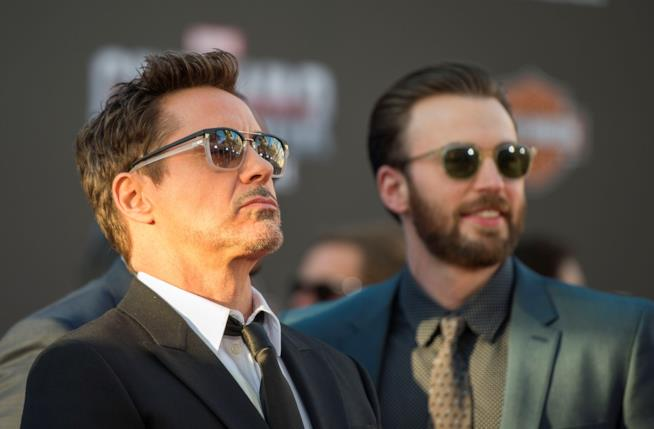 Chris Evans e Robert Downey Jr. durante il tour di Civil War