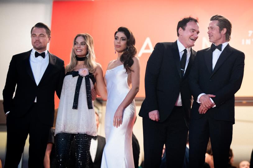 Tarantino con la moglie e il cast del suo ultimo film a Cannes