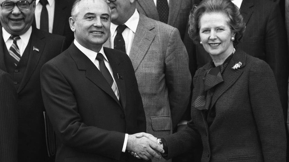 1984, 16 dicembre: nel tentativo di dialogare con i sovietici, Margaret Thatcher incontra Mikhail Gorbachev.