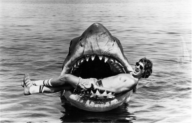 Steven Spielberg tra le fauci dello squalo sul set del film