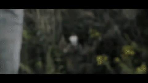 Pennywise saluta Mike con un braccio insanguinato