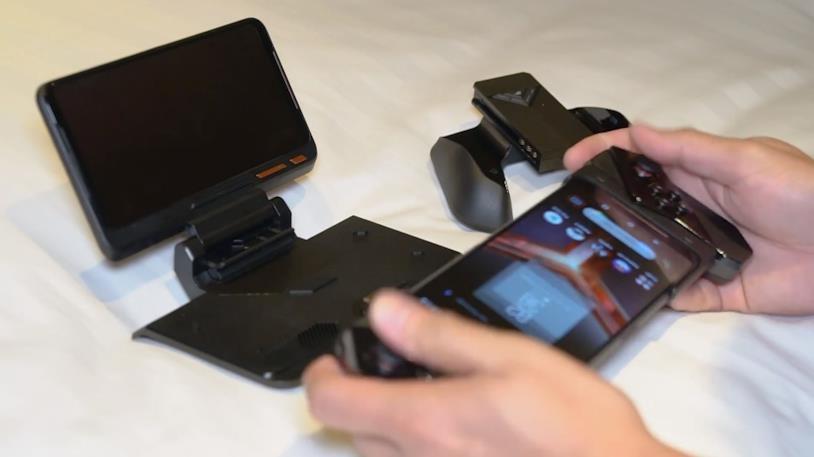 La prova dei controller rimovibili per Asus ROG Phone 2