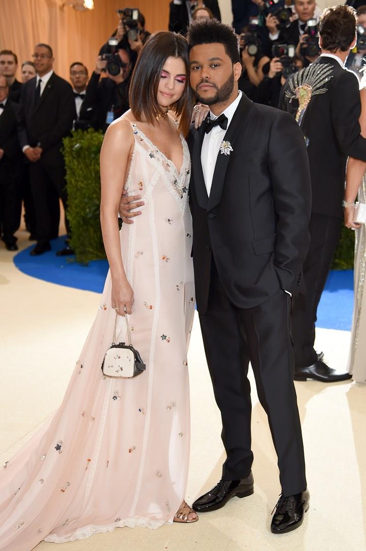 Un tenero scatto di Selena Gomez e The Weeknd al Met Gala 2017