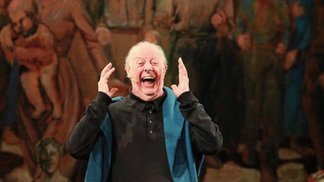 Dario Fo recita a teatro