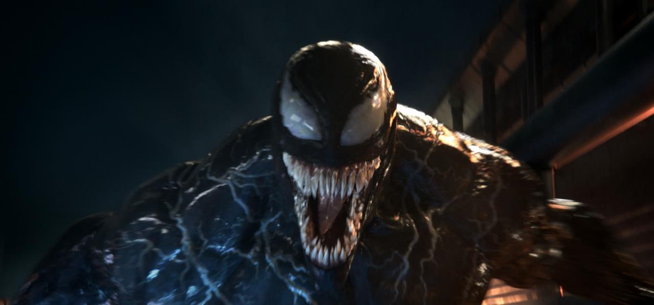 Il simbionte all'attacco in una scena di Venom