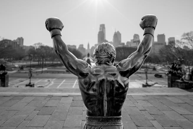 La statua di Rocky riapre al pubblico, e torna a vegliare sulle strade di Philadelphia