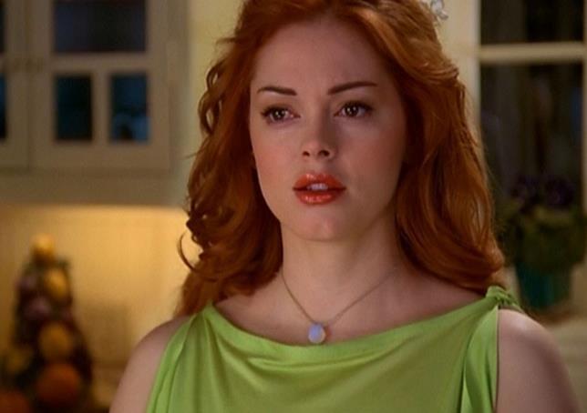 Paige vestita di verde perplessa