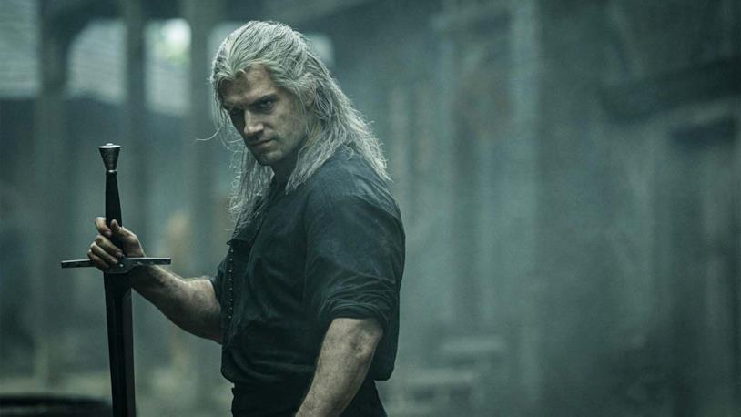 Un'immagine di Henry Cavill nei panni di Geralt di Rivia in The Witcher