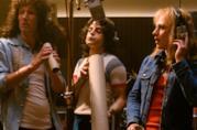 Gwilym Lee, Rami Malek e Ben Hardy in una scena del film Bohemian Rhapsody