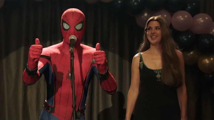 Spider-Man/Peter Parker e Zia May in una scena di Spider-Man: Far From Home