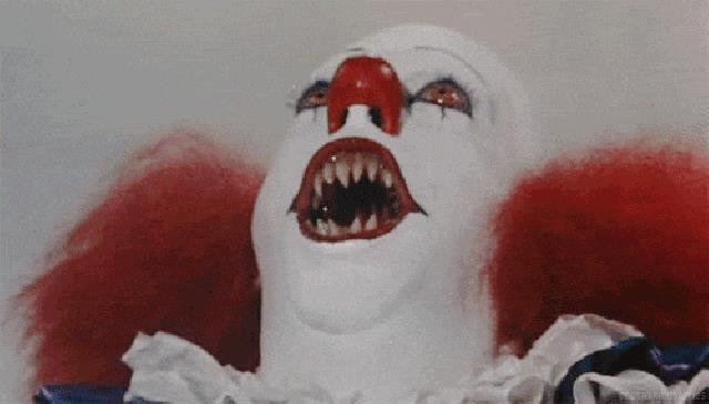 Tim Curry nei panni di Pennywise