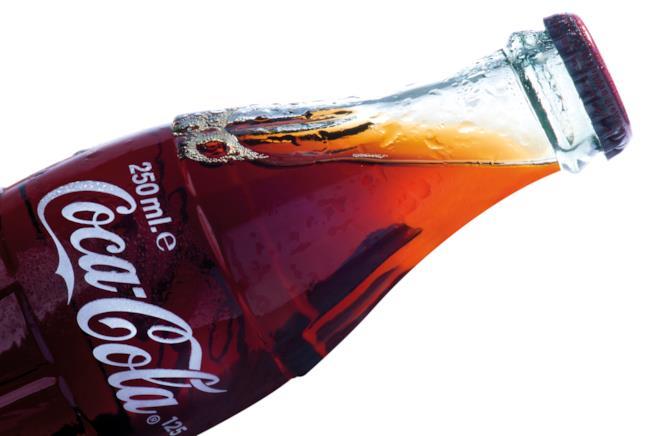 Primo piano di una bottiglia di Coca-Cola