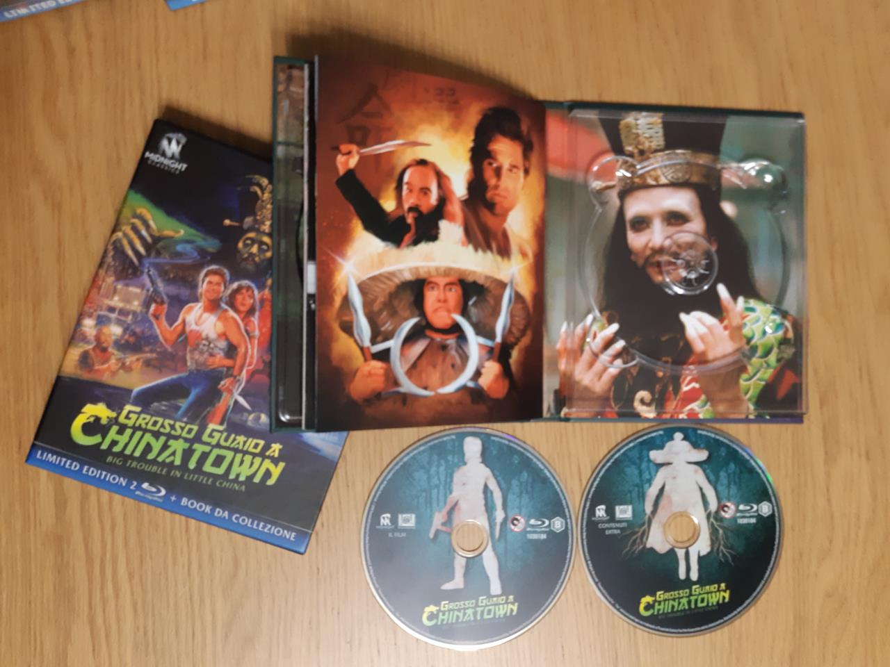 L'illustrazione dell'alloggio del disco 2 del cofanetto di Grosso Guaio a Chinatown, edizione Limited Edition Blu-ray