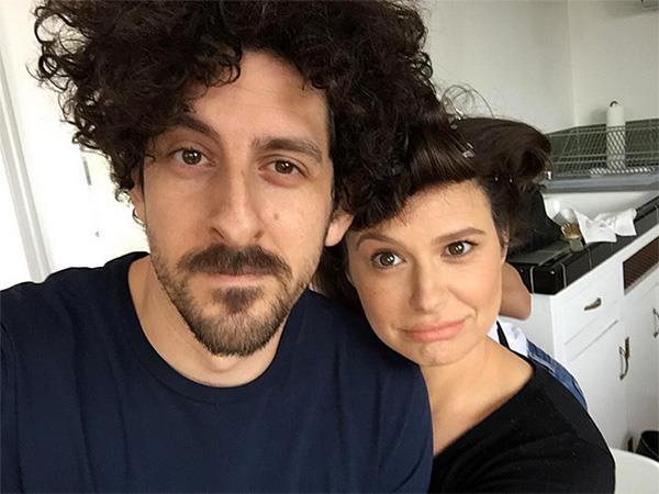 Katie Lowes e il marito Adam Shapiro