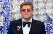 Un mezzo primo piano di Elton John