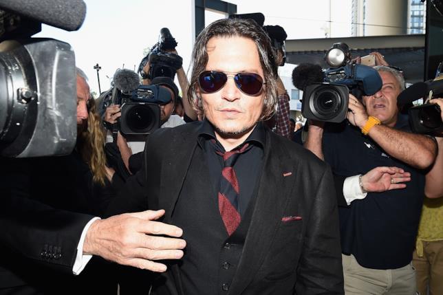 Johny Depp, all'arrivo in tribunale per il divorzio da Amber Heard