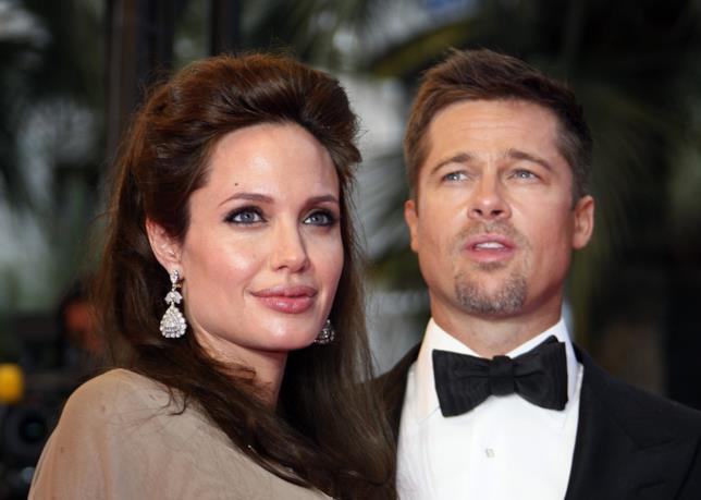 Primo piano di Angelina Jolie con il marito Brad Pitt