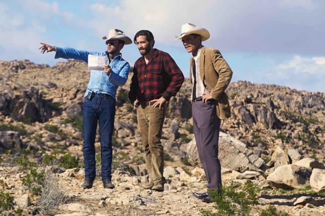 Tom Ford dà indicazioni ai suoi attori sul set del film