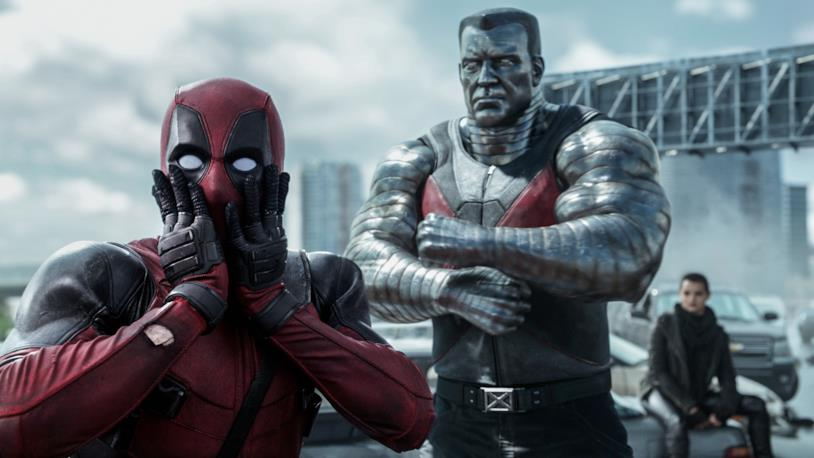 Ryan Reynolds è Deadpool in una scena del film
