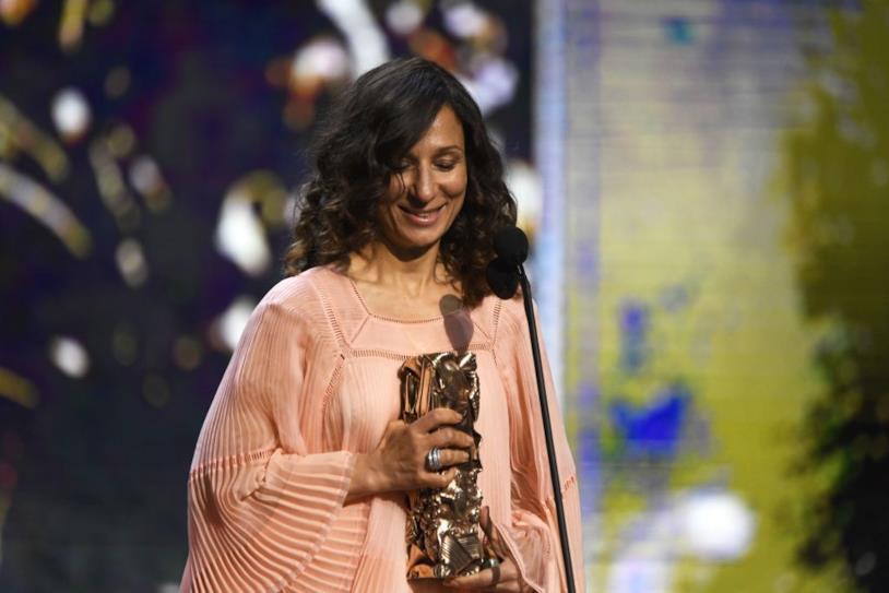 Houda Benyamina sul palco dei César Awards 2017