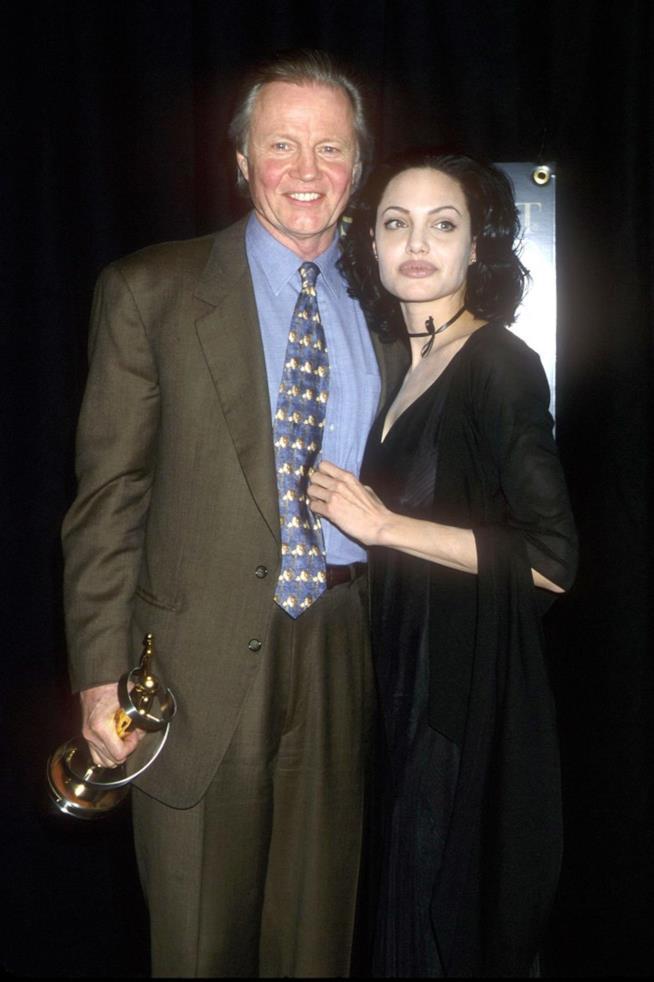 Un vecchio scatto di Angelina Jolie con suo padre Jon Voight