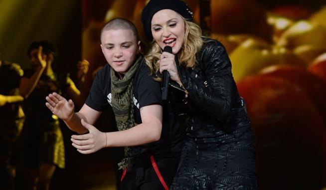 Primo piano di Madonna con il figlio Rocco