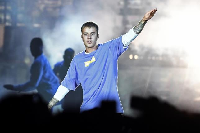 Primo piano di Justin Bieber sul palco
