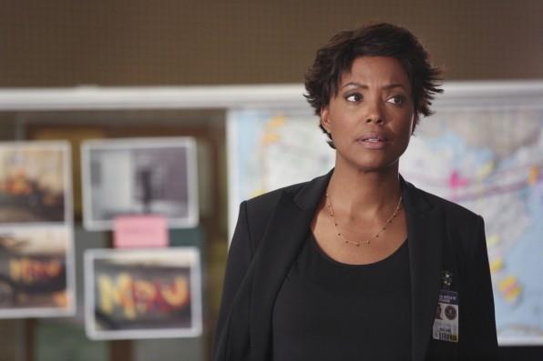 Aisha Tyler nei panni della Dottoressa Tara Lewis sul set di Criminal Minds