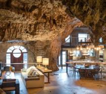 La lussuosa caverna che fa anche da rifugio antiatomico può essere tua (per 2,5 milioni di dollari)