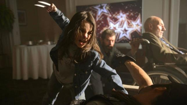 Una scena di Logan in cui Laura (Dafne Keen) sfodera gli artigli, proprio come farebbe Wolverine (Hugh Jackman)