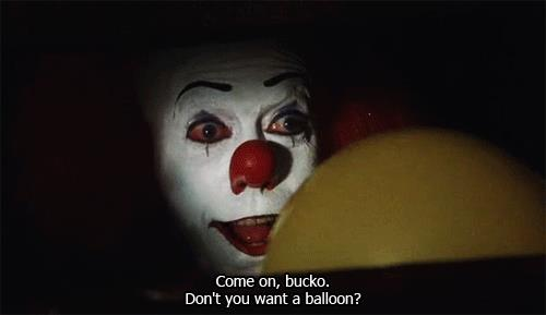 Pennywise offre un palloncino