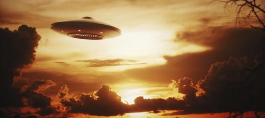 Un'illustrazione che raffigura un UFO