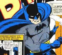 Mezzobusto di Batman con una pistola fumante in mano