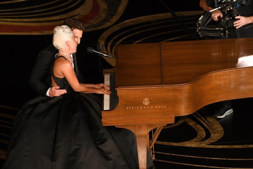 Lady Gaga e Bradley Cooper al piano agli Oscar 2019