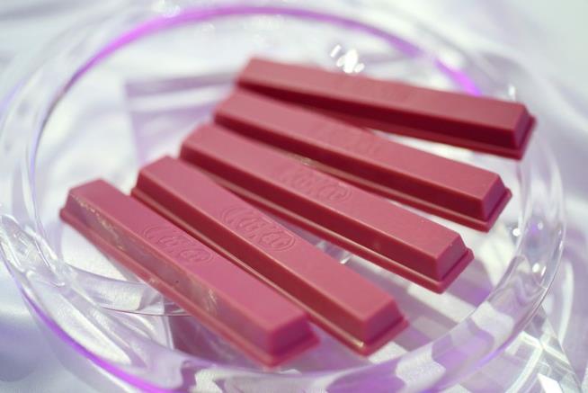 Kit Kat Chocolatory Sublime Ruby: primo piano di cinque barrette