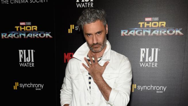 il regista di Thor: Ragnarok, Taika Waititi alla prima del film