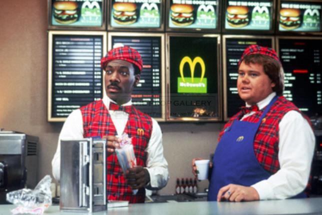 Il ristorante dei McDowell's con Akeem alla cassa