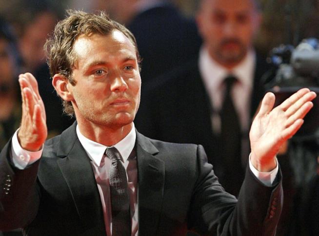 Venezia 73 attende Jude Law